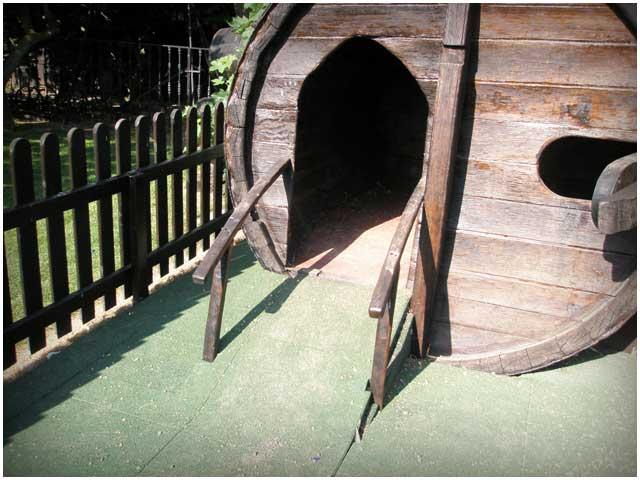 Juegos infantiles con barricas